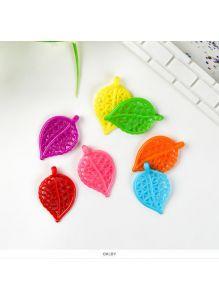 Подвески листики пластиковые цветные, набор